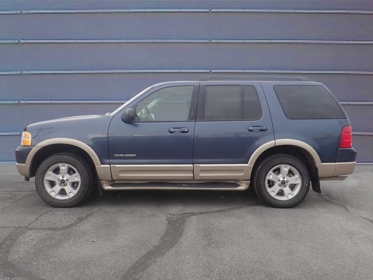 Pre owned 2005 ford explorer eddie bauer